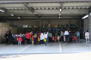 西灘保育所のお子さんたちが避難訓練を頑張っている様子の写真